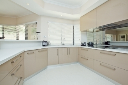 reflective glass kitchen splashbacks